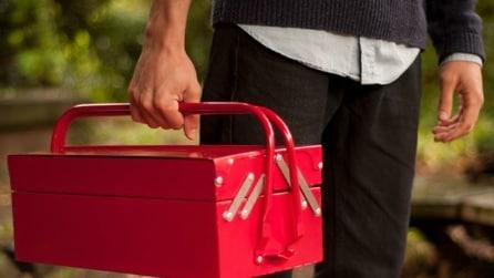 L'apparenza inganna: ecco la cassetta per attrezzi che nasconde un segreto