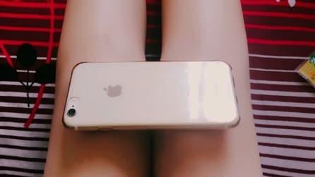 iPhone 6 Challenge: l'insana mania per mostrare la magrezza delle gambe