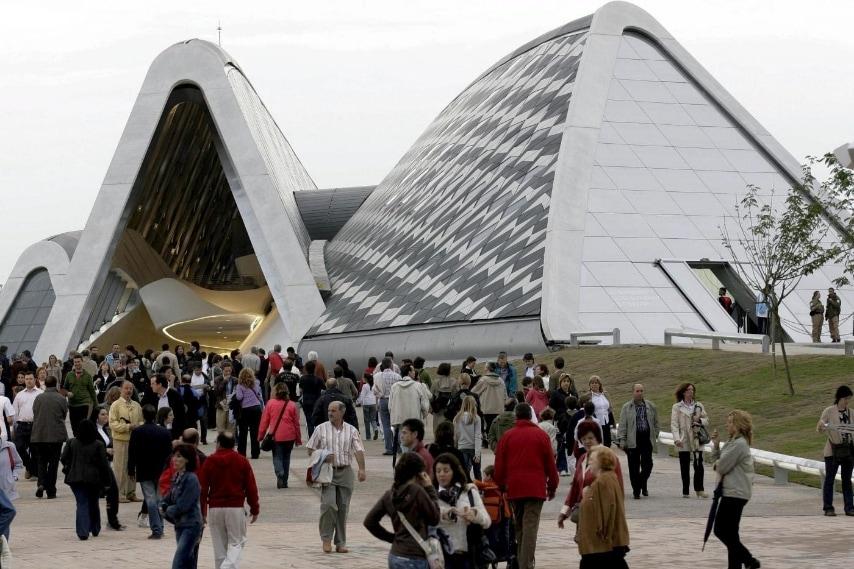 Bridge Pavilion on Ebro river during a preview of Expo Zaragoza June 11, 2008. REUTERS/Luis Correas/Files