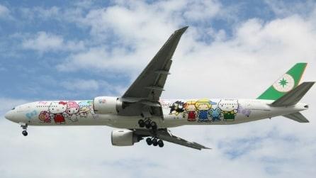 Volare con Hello Kitty: ecco il primo aereo dedicato al famoso personaggio col fiocco rosso