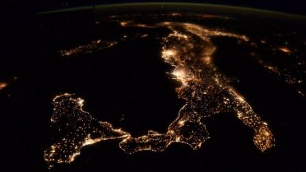 Le spettacolari immagini dell'Europa di notte vista dallo Spazio