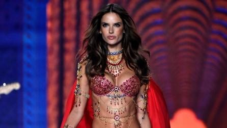 Alessandra Ambrosio, l'angelo di Victoria's Secret compie 35 anni