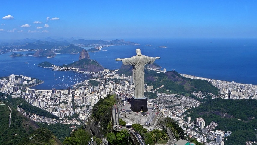 https://it.wikipedia.org/wiki/Rio_de_Janeiro#/media/File:Christ_on_Corcovado_mountain.JPG
