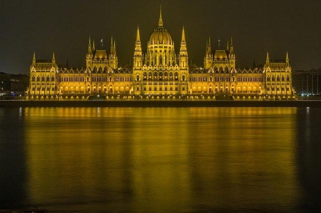 https://pixabay.com/en/budapest-danube-parliament-237768/