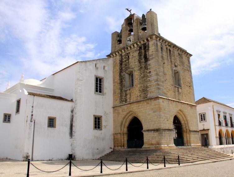 https://commons.wikimedia.org/wiki/File:Faro_Igreja_da_S%C3%A9.jpg
