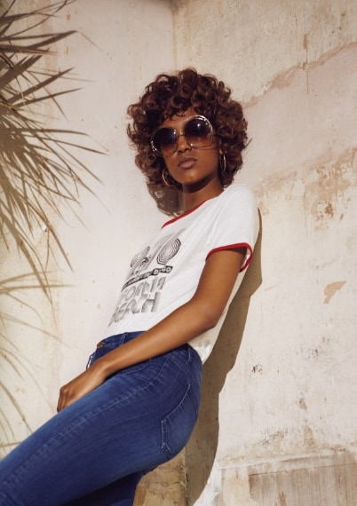 T-Shirt €6, jeans €19, occhiali €5