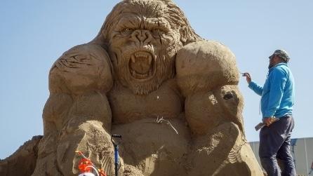 Kazakistan, il festival delle sculture in sabbia: le spettacolari creazioni
