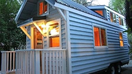 Una piccola casa mobile di 18 mq ma all'intero è davvero unica