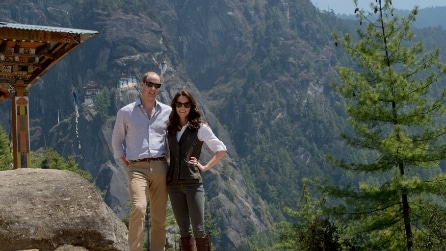Stivaloni e jeans attillato: il look casual di Kate Middleton