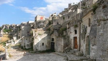 Sembra il villaggio dei Flintstones: all'interno dei Sassi di Matera