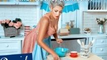 Germania, partito di destra vuole la donna in cucina che monti le uova nello scolapasta