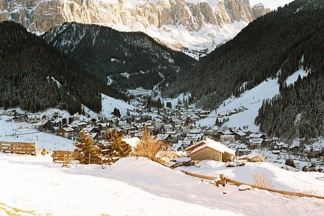 https://commons.wikimedia.org/wiki/File:Selva_Val_Gardena.jpg