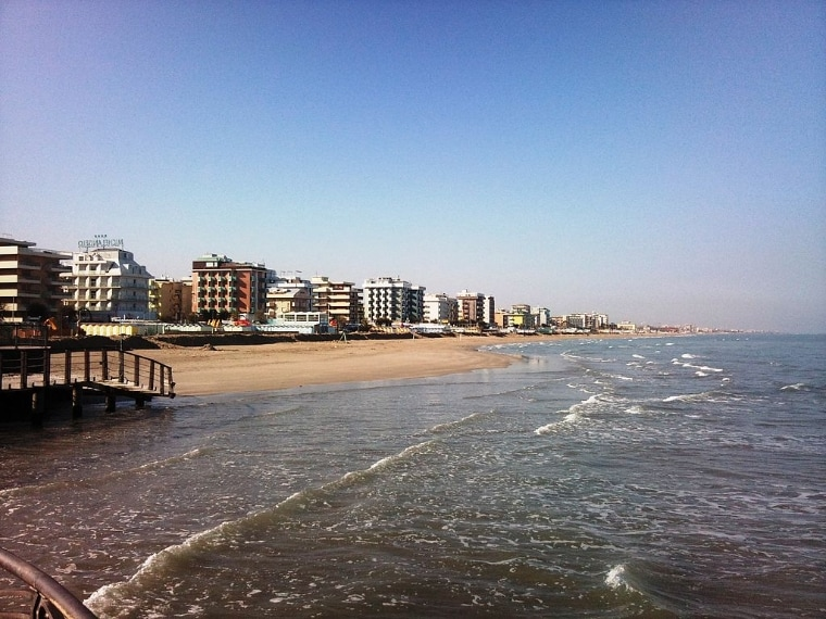 https://commons.wikimedia.org/wiki/File:Riccione_seafront_north_side.jpg