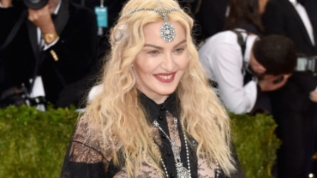 """Il look """"hot"""" di Madonna al Met Gala 2016"""