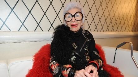 I mille colori di Iris Apfel, 95enne icona della moda