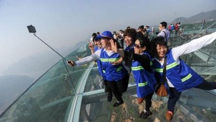 Cina, la più grande piattaforma panoramica di vetro del mondo