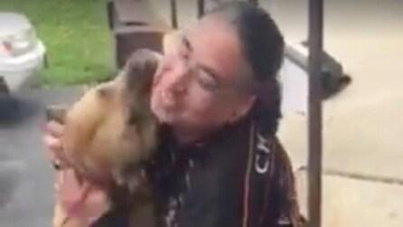 Di nuovo insieme dopo due anni: l'emozionante storia di un uomo e il suo cane
