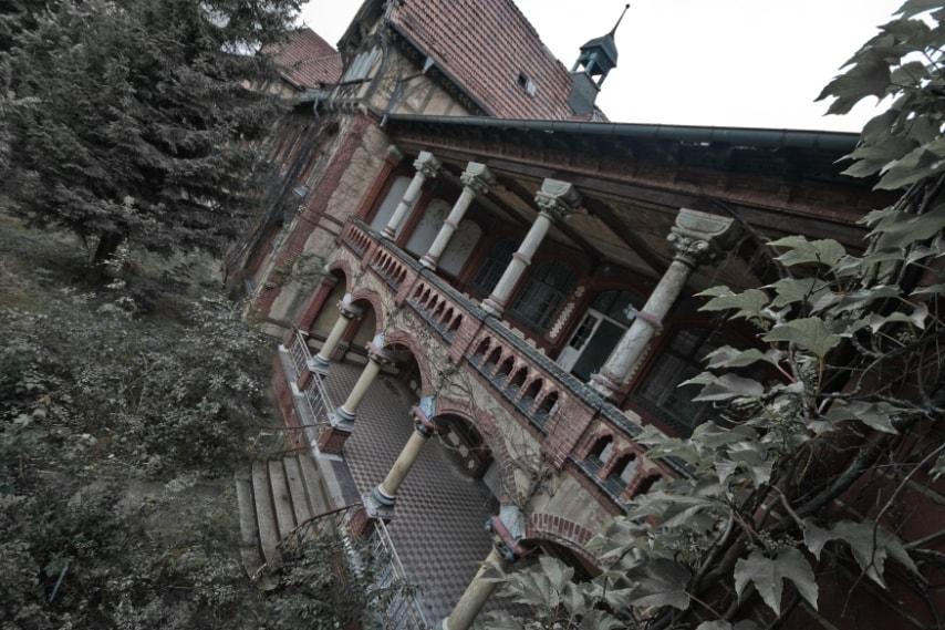 Era uno dei più grandi sanatori al mondo quando fu costruito nel 1898, con i suoi 60 edifici. Vi soggiornò anche Hitler ma dopo la Seconda Guerra Mondiale fu abbandonato definitivamente.