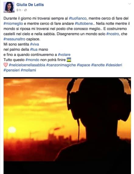"""La corteggiatrice di Andrea Damante ha pubblicato sui social uno stralcio della canzone """"Sky and sand"""" di Paul Kalkbrenner. In molti hanno colto una dedica sibillina al tronista."""
