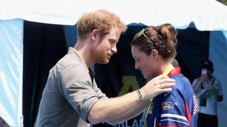 """La soldatessa disabile al Principe Harry: """"I medici mi hanno salvato la vita, dà loro una medaglia"""""""