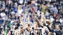 La premiazione dei bianconeri, trionfo Juve