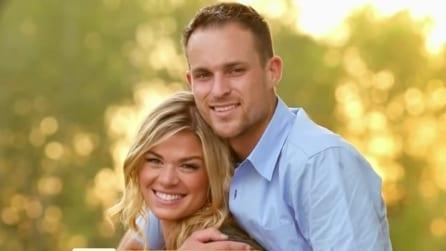 Sembra una normale foto di coppia, quando la vedrete per intero resterete senza parole