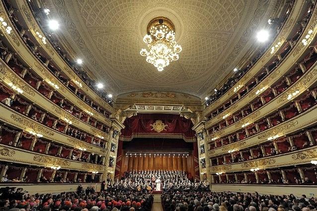 «Esco ora dalla Scala […] È per me il primo teatro del mondo, perché è quello che procura dalla musica i maggiori piaceri […] Quanto all'architettura, è impossibile immaginare nulla di più grande, più solenne e nuovo». (Stendhal, Roma, Napoli e Firenze, in data 26 settembre 1816)