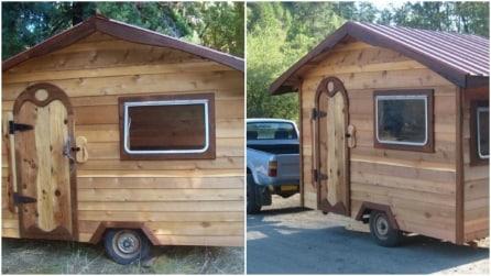 Casa in legno su due ruote: l'idea per un campeggio di lusso