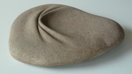 L'artista che trasforma le pietre in morbide sculture