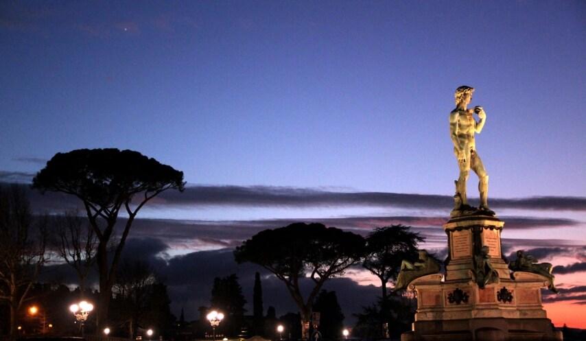 https://commons.wikimedia.org/wiki/File:Piazzale_Michelangelo_al_tramonto.jpg