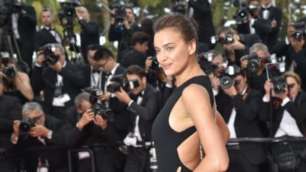 I capelli spettinati di Irina Shayk a Cannes