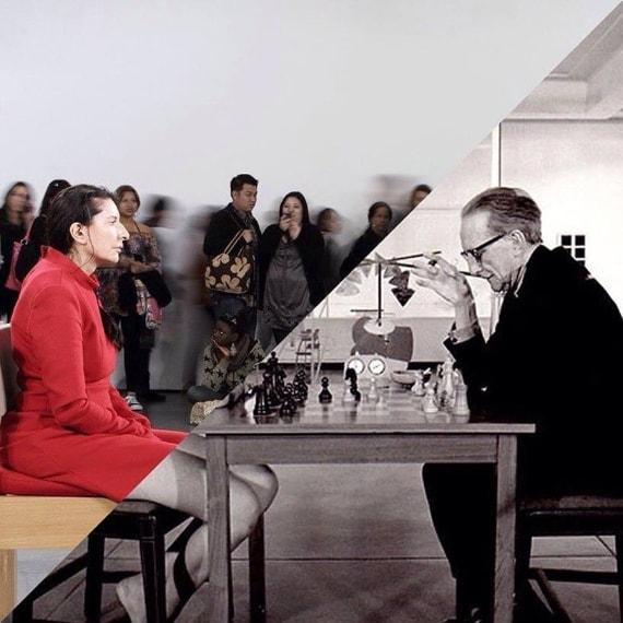 Marina Abramovic, The artist is present, MOMA, 2010 VS Julian Wasser, Duchamp Playing Chess with a Nude (Eve Babitz), Pasadena Art Museum, 1963