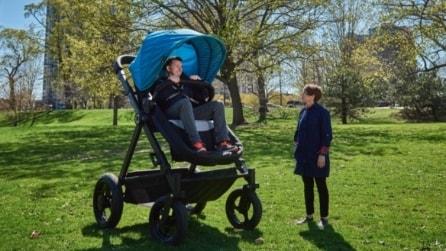 """Arriva il """"passeggione"""" per adulti che ti permette di ritornare bambino"""