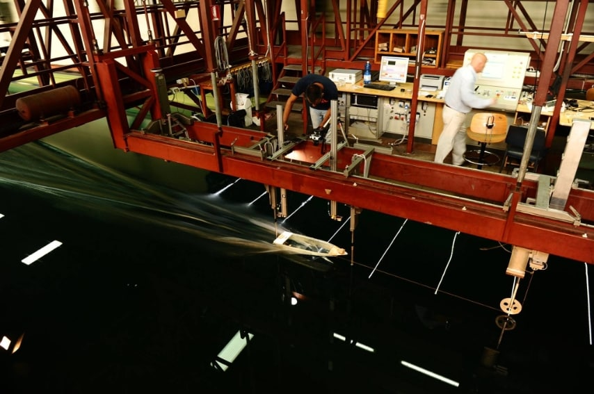 Lunga ben 147 metri, larga 9 e profonda 4,20 metri, la vasca è operativa dal 1980 ed è usata per testare e collaudare la sicurezza e le prestazioni in mare delle imbarcazioni.