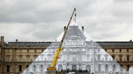 Parigi: la Piramide del Louvre scompare nell'opera di JR