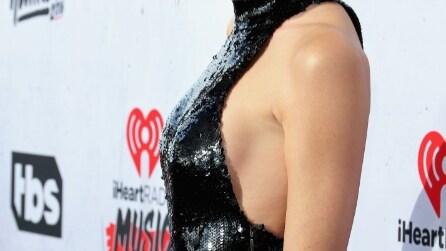 Side boobs, ecco gli abiti con la scollatura più hot del momento