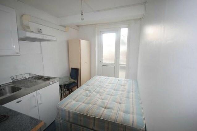 Non manca davvero nulla in questo alloggio peccato si concentri tutto in un'unica minuscola stanza e neppure a buon mercato. Località: London, UK Affitto: $ 1,453 / mese