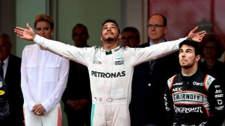 Lewis Hamilton vince la prima gara del 2016 a Monaco