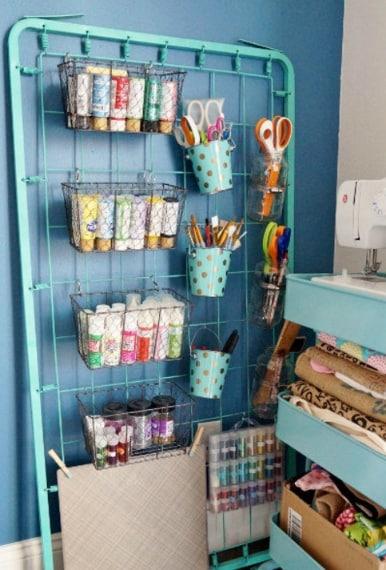 Riutilizzo delle molle: un angolo della casa dove raccogliere alcuni utili oggetti di cancelleria o altro.