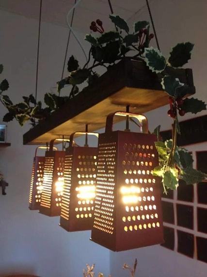 Grattugia o lampadario?