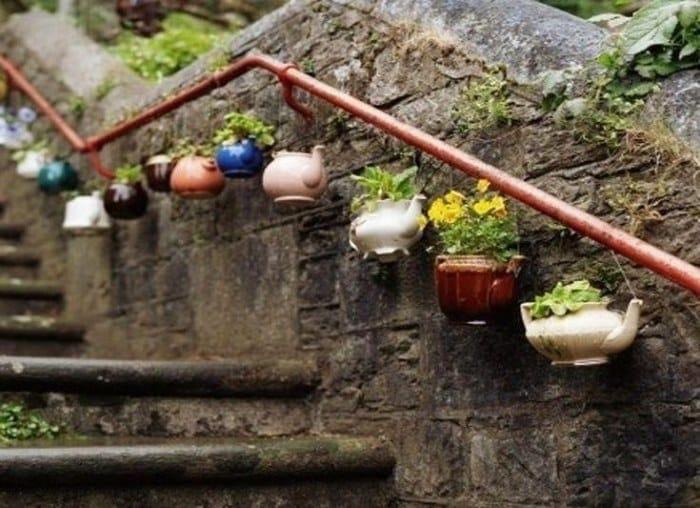 La teiera si trasforma in un vaso.
