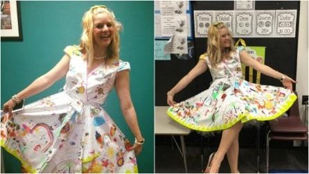 La maestra va in classe con un vestito molto particolare: non crederete ai vostri occhi