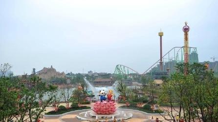 All'interno del Parco divertimenti che ha dichiarato guerra alla Disney