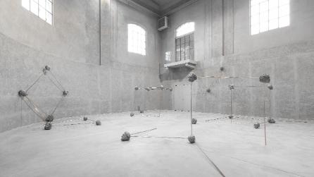 Goshka Macuga in mostra alla Fondazione Prada