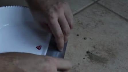 Mette del nastro adesivo sulla paletta: il trucco di cui non potrete più fare a meno