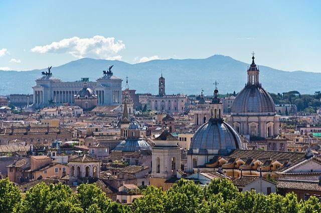 https://it.wikipedia.org/wiki/Wikipedia:Raduni/15%C2%BA_anniversario_di_Wikipedia/Roma#/media/File:Rome_Skyline_(8012016319).jpg
