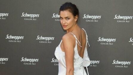 Irina Shayk incanta tutti con l'abito che sembra una sottoveste