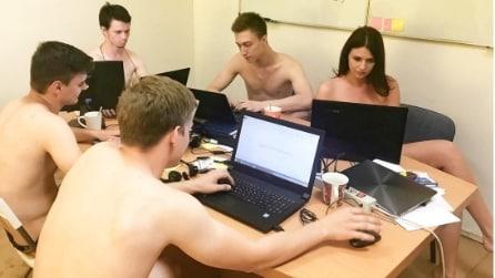 In questo ufficio si lavora nudi e il motivo è davvero bizzarro
