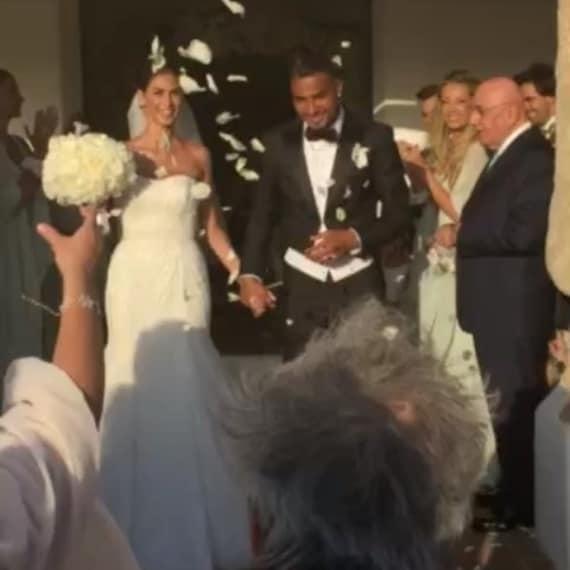 Melissa e Boateng escono dalla chiesa