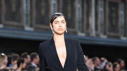 Il look mascolino di Irina Shayk per Givenchy